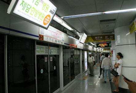 Busy Seoul Subway Station
