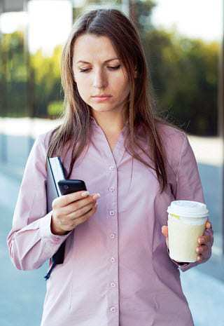 mobile traffic texting smartphone addiction