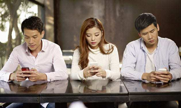 mobile texting cell phone addiction