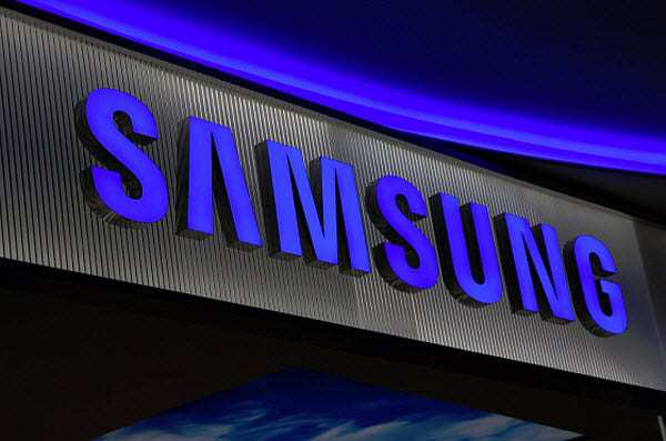 Samsung takes lead in rapidly growing Indian smartphone market