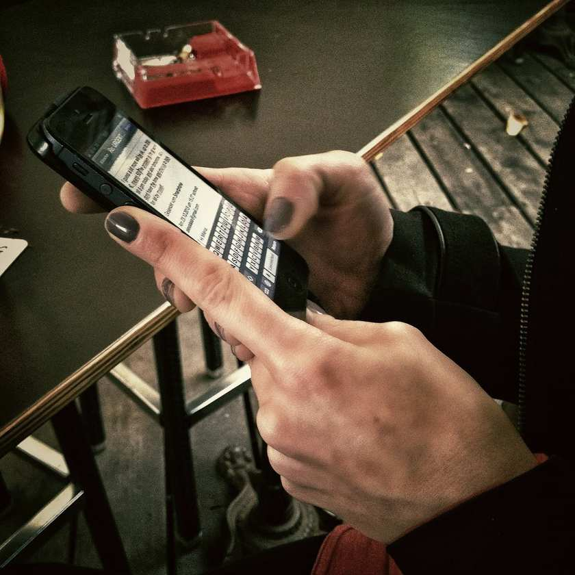 mobile ad revenues trends texting push notifications