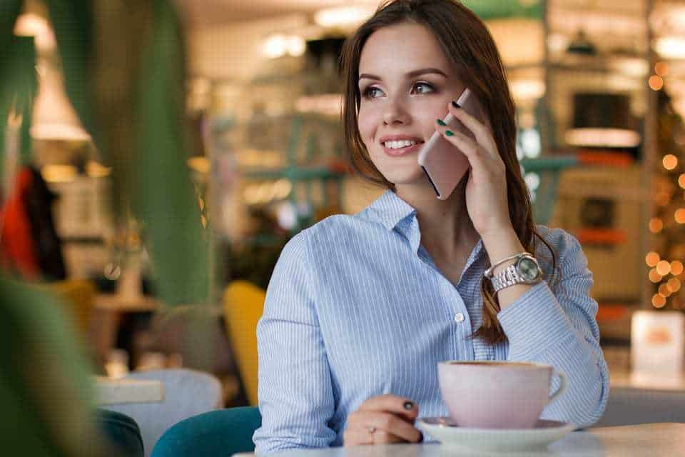 woman cell phone restaurant mobile payments