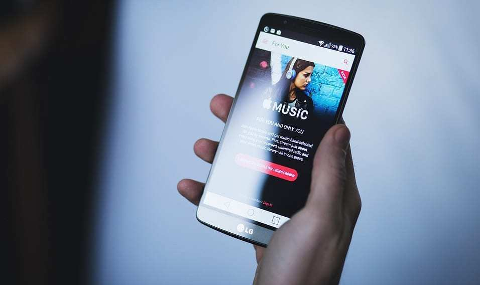 Beat Fever drives players to music streaming services - Apple Music on smartphone