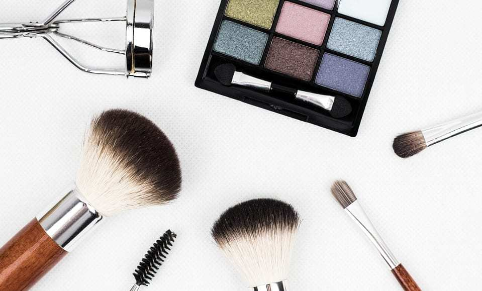 AR makeup ad - cosmetics - makeup brushes