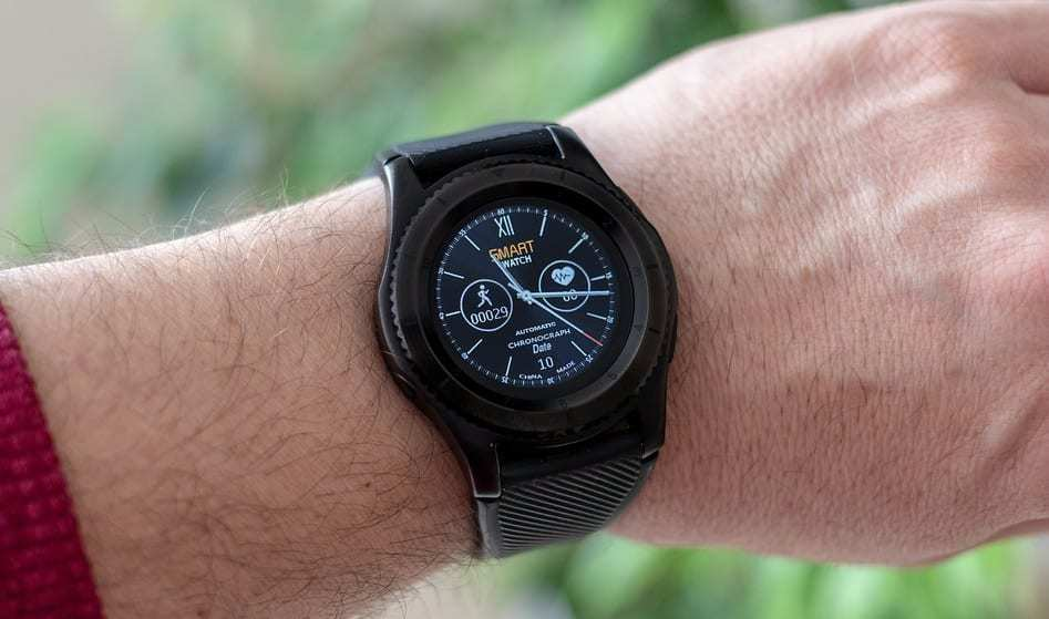 Snapdragon Wear 3100 - Image of Smartwatch on wrist