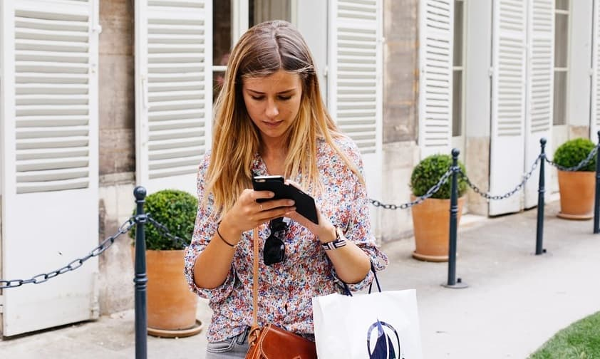 retail mobile apps - woman on mobile phone