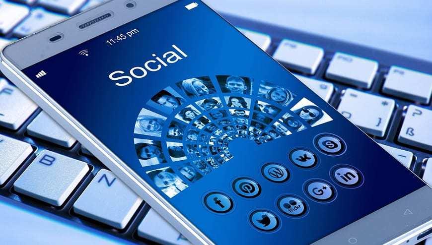 Social Media Companies - Social Media Apps - Phone