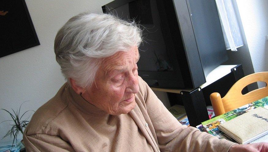 Smart Suite - Elderly Woman - Senior mHealth care