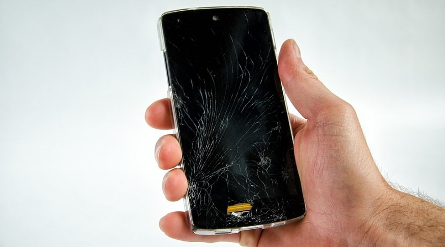 Smartphone damage - cracked phone screen