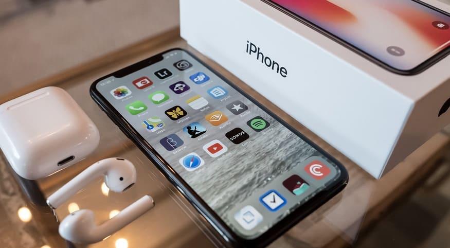 Stolen iPhones - image of iPhone and accessories