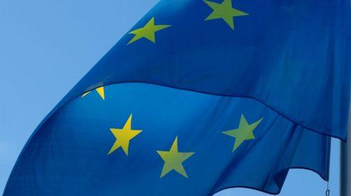 EU Flag - EU wants universal phone charger