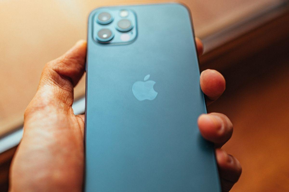 iPhone updates - Apple mobile phone